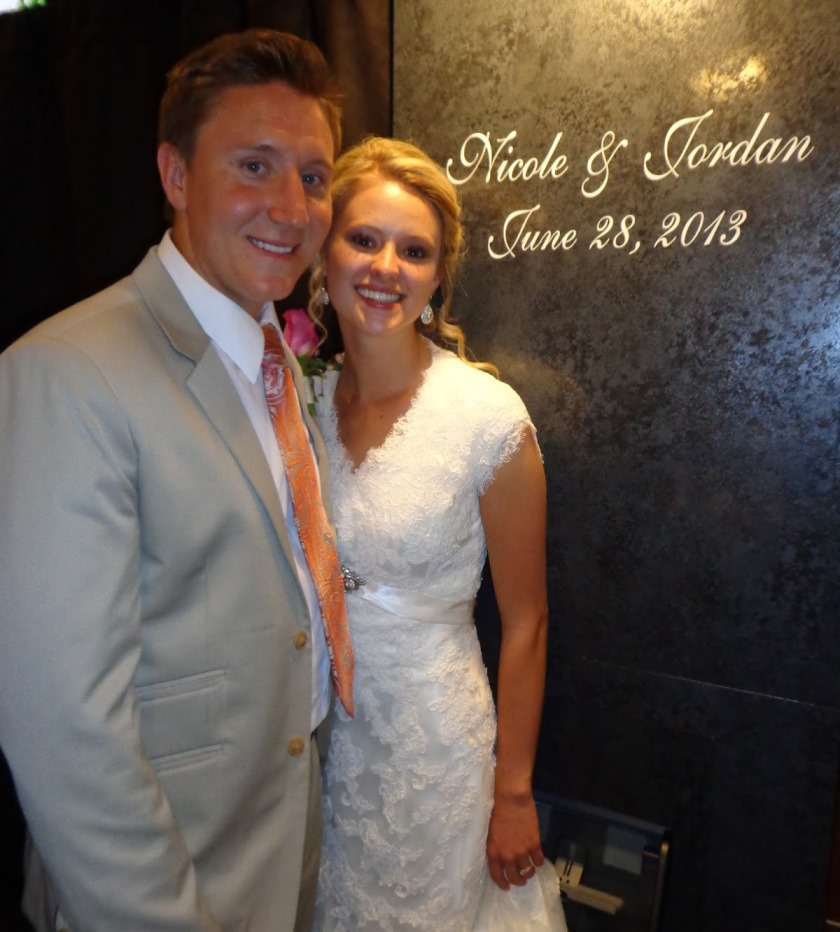 Utahs wedding photobooth bride and groom